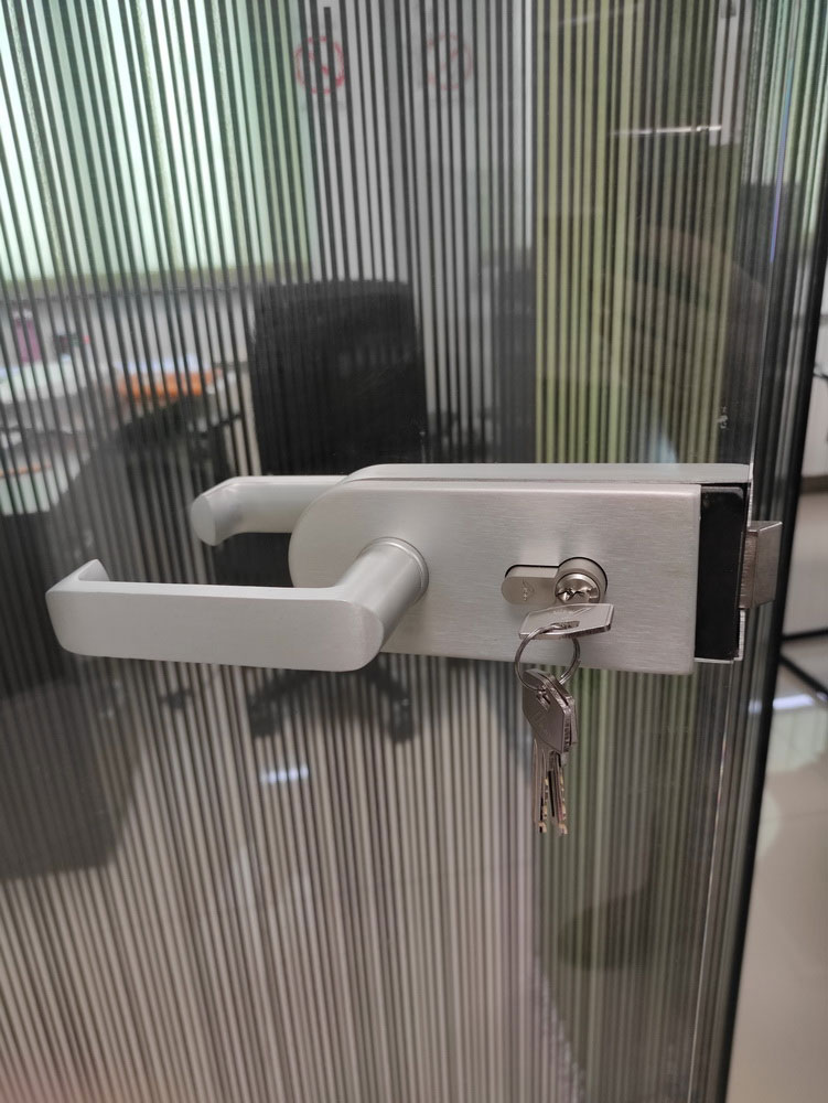 Staklene pregrade i vrata 6