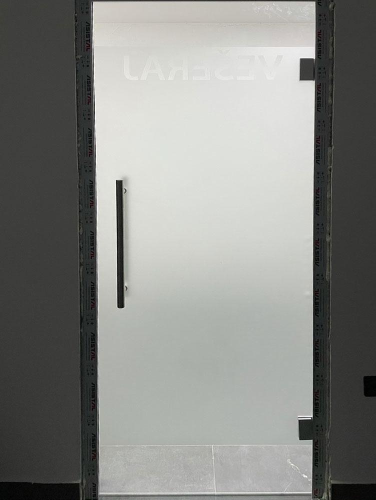 Staklene pregrade i vrata